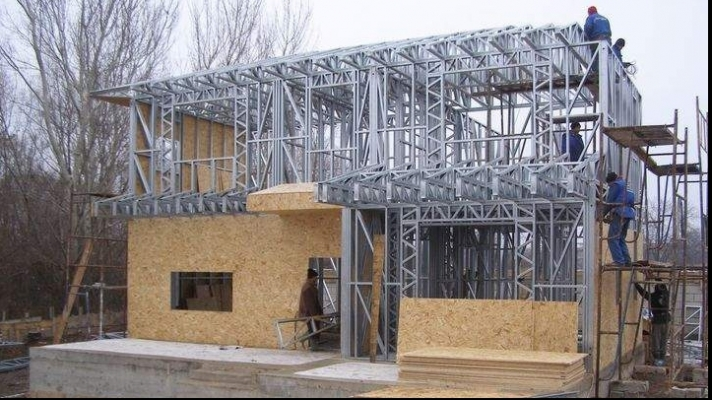 Care sunt avantajele unor case structura metalica?