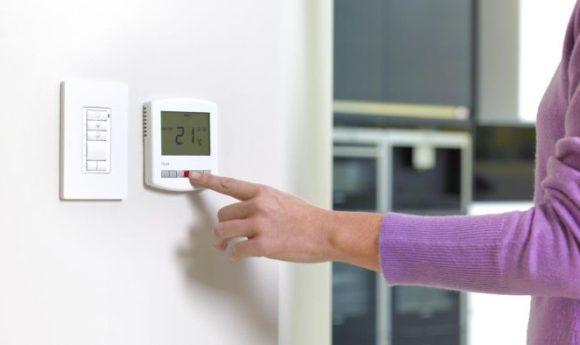 Ce sa aleg dintre un termostat electronic si un termostat electromecanic?
